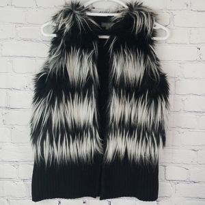Vince Camuto faux fur vest with pockets size small